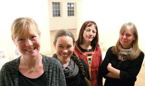 Grafikerna Pernilla Cederlund, Åsa Maria Hedberg. Bernadetta Nordlinder och Johanna Bahlenberg öppnar gemensam utställning på Ahlbergshallen på lördagen.