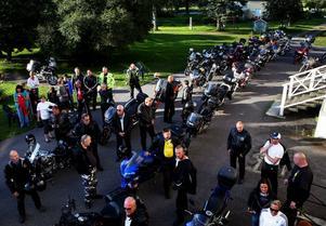 Så många frivilliga motorcyklister som på tisdagskvällen har det aldrig någonsin varit förr på Synskadade Riksförbunds sommarläger.