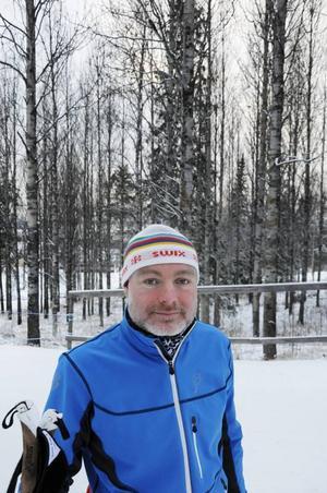 Niklas Liss-Larsson från Stockholm är i Östersund tillfälligt, och störs inte särskilt av att man inte kan åka de längre spåren.