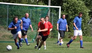 Slutspelat. De traditionella fotbollsmatcherna mellan sågverkspersonalen och Pålgårds går nu i graven när båda företagen försvinner från Norrsundet.