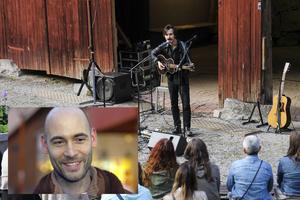 När Pär Östling arrangerar en minifestival i sin trädgård har han bland annat bjudit in Naphta Sings.