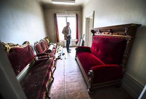 I den nordöstra lägenheten bodde husets vaktmästare Fredrik