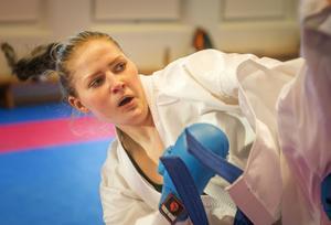 Lisa Rasmusson från Sundsvall sportkarate laddar inför NM.