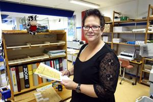 Carina Olsson vid kommunens interntryckeri trivs med att vardagen är tillbaka.