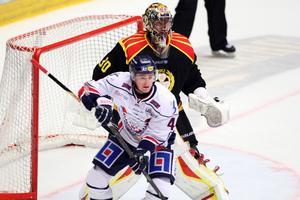 Johan Holmqvist inleder mot Luleå på fredagskvällen.