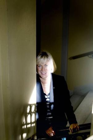 På väg uppför. Helen Åleskog i maktens hus, Stadhuset, där hon är chef för kommunledningskontoret.