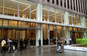 Skyskrapan i vilken en av espressobarerna ligger tillhörde tidigare Rockefeller Center.