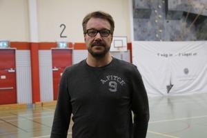 Nya tränare och spelare presenterades på lagets träning i Tullängsskolan. På bild är Tomas Rosdahl.