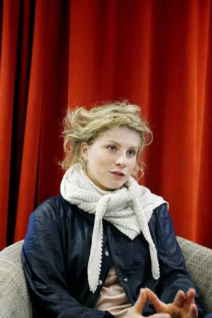 – Nio kursdeltagare är lagom. Då får var och en utrymme att göra det de vill, säger Clara Bodén som leder Filmpoolens sommarkurs för unga tjejer.