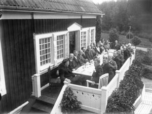 Nynäshamns BB. 1946 köpte kommunen Videgatan 1 som var förlossningshem 1946-1970. Bilden är troligtvis från invigningen 1946.