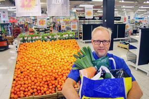Kolonialchefen Michael Sundling på Citygross i Sundsvall, säger att deras matkassar som beställs via nätet blivit allt mer populära.