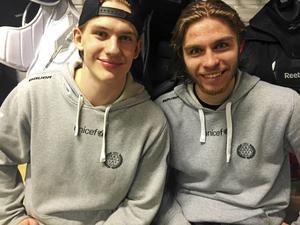 Semifinalhjältar 2017. Den här bilden togs efter att Brynäs vunnit med 3–1 i den sjunde och avgörande semifinalen mot Frölunda i Göteborg. Oskar Lindblom gjorde två mål, 0–2 och 1–3 medan Sandström spikade igen i kassen och räddade 38 av 39 skott.