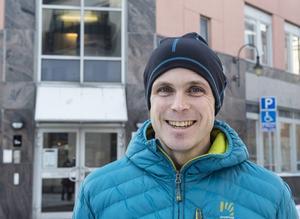 Mattias Berglund näringslivskoordinator har en häktisk tid nu när alla kommunens sommarjobb ska fördelas.