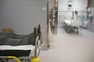 Hit till akutmottagningen på Gävle sjukhus skickas många äldre när de blir sjuka. Kanske skulle de kunna få vård där de bor i stället.