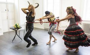 Julia Andersson, Fabian Düberg och Anders Falbe släpper loss på konsthallen i Härnösand.