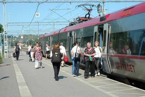 ÅK TILLSAMMANS. Gratis tåg- och bussresor för unga på kvällar och helger ska göra att fler väljer att åka kollektivt, menar Miljöpartiet.