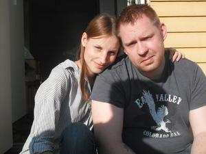 Maja Svensson från Ljusdal fann kärleken i tv-rutan när Björn Österling var med i ett avsnitt av Sofias Änglar i Kanal 5 för lite drygt ett år sedan. Ikväll firar de sin första Alla hjärtans dag tillsammans.