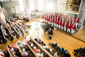 Det var välfyllt i kyrkan när Kjell Lönnå kom på besök med KFUM-kören.