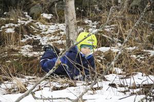 Att kasta snöbollar och leka i snön var mycket roligare än att åka pulka och skidor i Bollebacken tyckte 5-årige Elliot Mohammed Bruno.