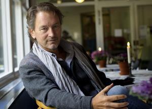"""Tomas Ledin. Stryktålig artist som börjar bli accepterad även av recensenter. I morgon medverkar han i nya upplagan av """"Så mycket bättre"""" i TV4."""