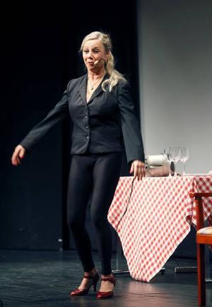 Vill väcka opinion. Skådespelaren Vibeke Nielsen som den rutinerade bartendern Carla Carlsson. En föreställning som gavs under torsdagens konferens