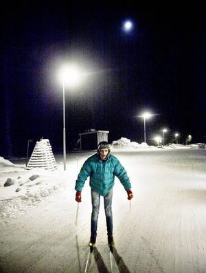 En vinterkväll på Grytans läger. Då skulle den unge mannen Ahmad Subh från Syrien lära sig åka längdskidor. Det hade han knappast trott för ett år sedan.