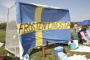 Alla lagen hade stora flaggor och banderolle för att visa varifrån de kom.