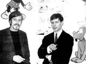 En historisk bild. Galleristen Bo Karlsson och Sture  Hegerfors framför en av utställningsskärmarna på Galleri Karlsson,  världsvant rökande cigarett.
