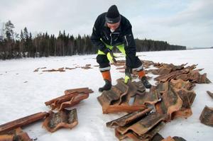 Den smutsiga beläggningen skulle knappast godkännas, även om tegelplattor i sig utgör bra miljö för kräftor, konstaterar Gunnar Persson i Näversjöberg.