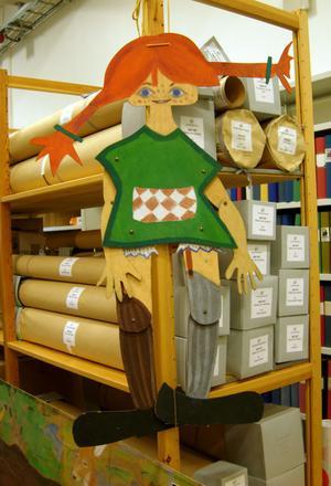 På Svenskt Barnbildarkiv finns naturligtvis många teckningar av Pippi Långstrump, här i form av en sprattelgumma.