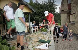 Adrian Thorins kompisar var alla sugna på att golfa under lördagen. David Thelin Pesämaa provade formen innan Adrian Garden Open invidges.