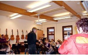 Elevernas egen blåsorkester spelade upp under musiklärare Bo Alvemarks ledning.