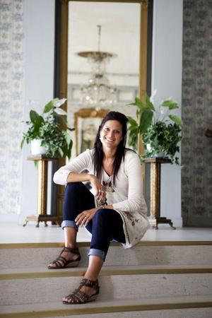 Angelica Jonsson ser fram emot att sjunga på Martinez kommande singel och att åka på sommarturné och se nya platser i landet.