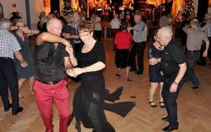 I centrum av dansgolvet gick det livligt till i den svängande buggen. Foto: Christer Nyman