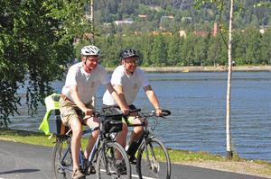 Nästa sommar skulle de nya cykelvägarna kunna vara full cykelbara, säger Bosse Svensson och Per Åsling.