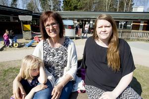 Tre språkassistenter jobbar på förskolan i Ljusne, men fler behövs, enligt barnskötare Elisabeth Bergenholtz och tillförordnade förskolechefen Karin Jonsson.