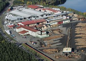 Även Setra sågverk i Färila som kommer att upphöra med sin drift i år känner av uppgången och har både gott om timmer och order.