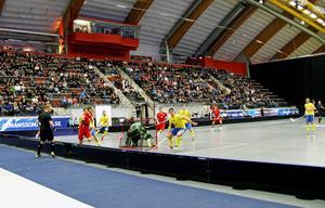 Innebandyn klev in i Göransson Arena med bland annat Sverige mot Tjeckien. Turneringen fortsätter lördag och söndag.