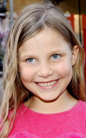 Sigrid Rydh, 6 år, Frösön:   – Nej, för att jag inte tycker om dem. Jag äter inte surströmming heller. Jag gillar pannkaka, för att det är gott. Det ska vara jordgubbssylt och grädde till.