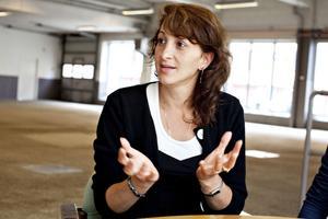 Elena Al Damanhouri var egenföretagare i tolv år i Rumänien innan hon kom till Sverige. Här har hon svårt att få jobb, därför medverkar hon i Arbetsförmedlingens satsning.