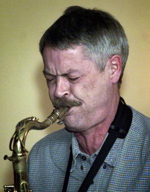 """Bandet som spelar i kväll består av Kurt Järnberg, trumpet, Roland Keijser tenorsaxofon, Thomas Jutterström piano, Kurt Andersson kontrabas och Leif """"Gus"""" Dahlberg trummor. De spelade tillsammans under åren 1967-1968 och har nu återuppstått."""