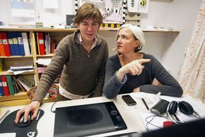 Anna och Malin jobbar med animationerna till grisfilmen