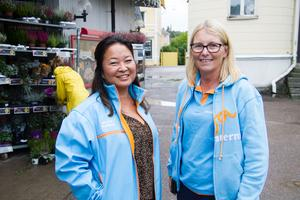 Moderaternas gruppledare i Riksdagen, Jessica Polfjärd, och Elisabeth Unell, förbundsordförande i Västmanland, var på plats utanför ICA i Norberg.