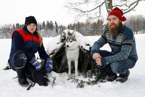 Stina Davidsson och Olle Möllervärn med Birk, SkuckuOrdet Birk som är fornnordiskt betyder Björk och kom till pga. pälsens liknelse med ett björkträd. Birk är av rasen Siberian Husky.