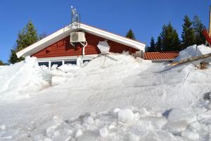 Inga människor skadades när ismassorna trycktes upp på land.