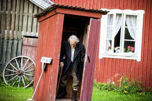 David-Reino Svensson har sammanställt manus, regisserar och spelar en av rollerna i