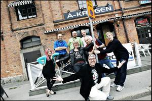 Länge leve komiska Gävle! Hans Carstensen (i förgrunden)  och hans polare på stand up-klubben Gasta höll verkligen en manifestation på onsdagskvällen. GD Nöje var givetvis på plats.