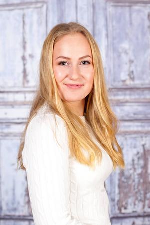 1. Selina Wallin. Bor i Vemdalen och Sundsvall. 16 år. Pluggar till frisör i Sundsvall och gillar att åka skidor och spela fotboll. Visste ni inte om mig: Heter Thorgunn i andra namn.