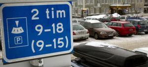 Enligt parkeringsvakten Birgitta är ett av de vanligaste felen att människor inte läser på skyltarna hur länge de får parkera.