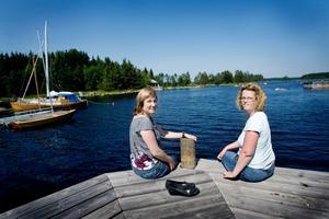 Carola Eurenius och Carina Hägg har bott med sina familjer i Hillevik sedan 2004 respektive 2002. De älskar sin by och tror att de bor kvar om tjugo år.